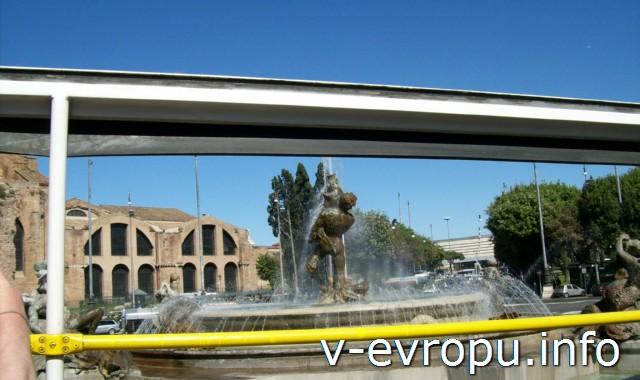 Рим. Обзорные экскурсии по Риму на автобусе. Фонтан Наяд у церкви Сант Анджело на пьяцца Рипаблика