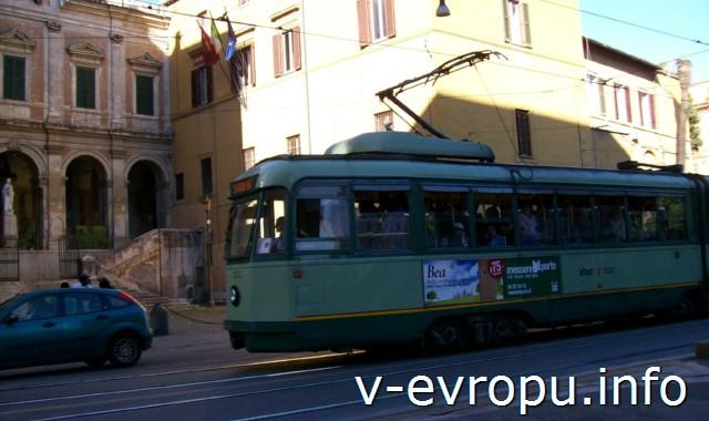 Рим. Трамвай в центре города