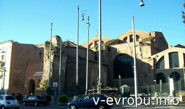 Рим. Обзорные экскурсии по Риму на автобусе. Церковь Сант Анджело на площади Республики