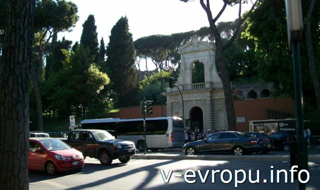 Дорожное движение в Риме. Местные традиции
