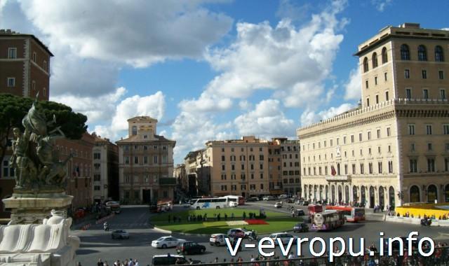 Рим. Площадь Венеции. Палаццо Венеция слева