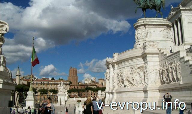 Рим. Площадка перед подиумом памятника Виктора Эммануила