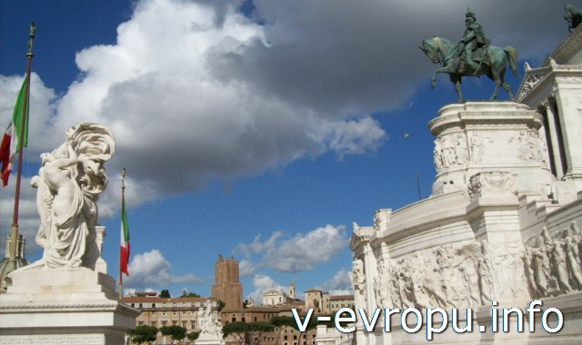 Рим. Памятник Виктору Эммануилу-II. Подиум и постамент памятника