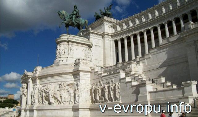 Рим. Памятник  Виктору Эммануилу-II