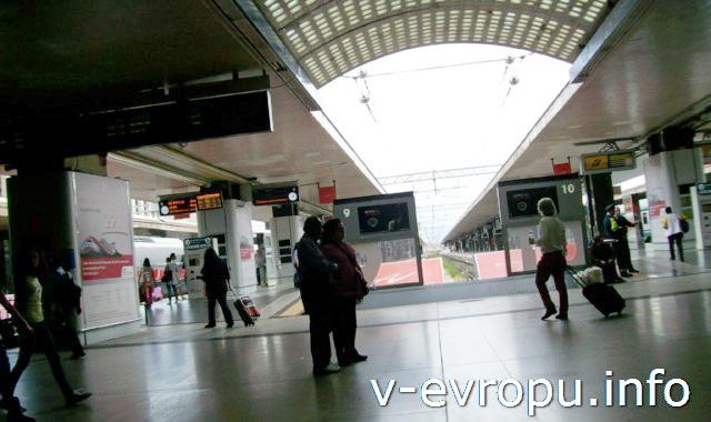 Рим. Жд вокзал Термини. Фото. Выход на платформы к поездам