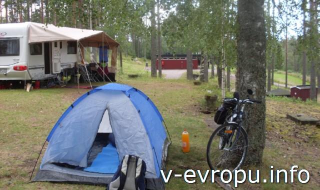 2-я-палатка-для-официального-кемпинга