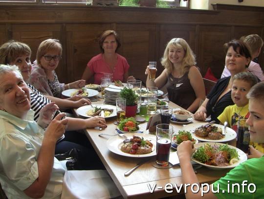 Живая встреча в Мюнхене: а за этим столом - много новых путешественников