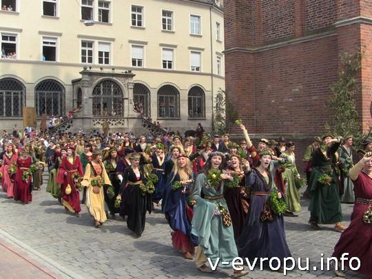 Свадьба в Ландсхуте: молодежь Ландсхута с удовольствием участвует в шествии