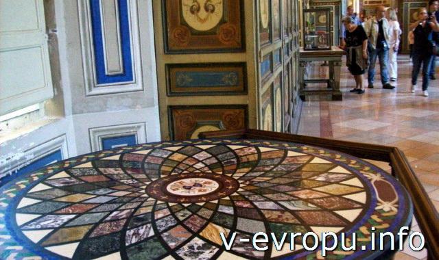 Мозаичный стол в ватиканском музее