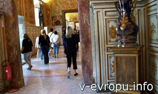 Посетители в Музеях Ватикана