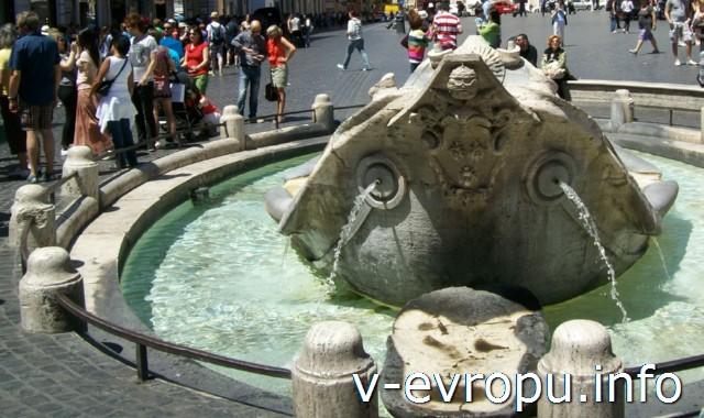 """""""Пчелки Барберини"""" на фонтане Баркачча на площади Испании в Риме (арх П Бернини)"""