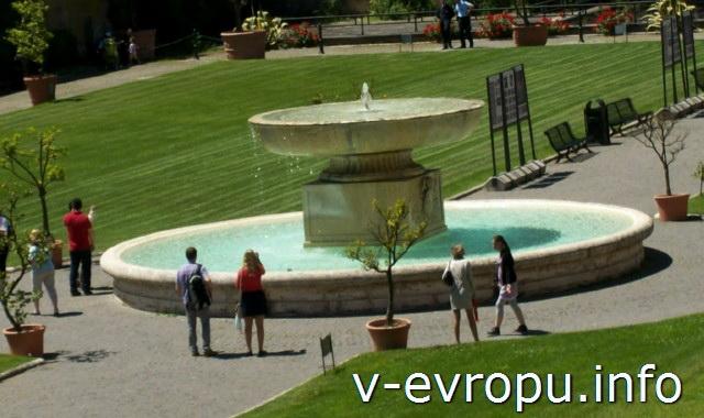 Фонтан во внутреннем дворике музеев Ватикана