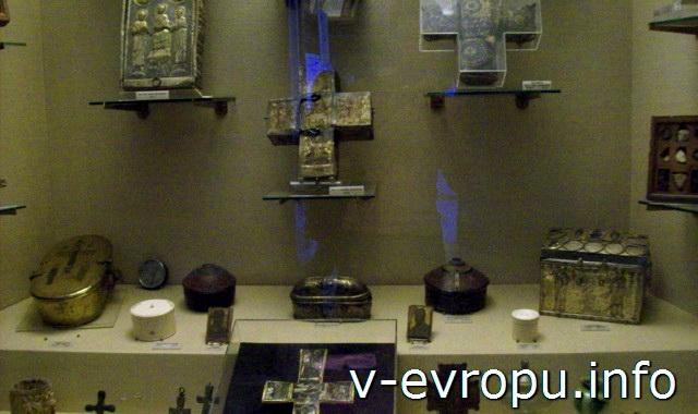 Экспонаты Музея религиозного искусства в Ватикане
