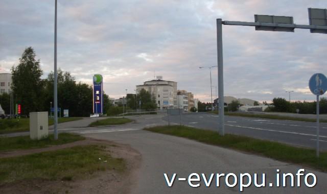 Велопутешествие по Финляндии.  Рованиеми. Перекресток велосипедной и автомобильной дорог