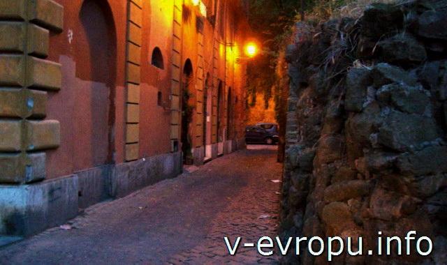 Рим. Узкие улочки Трастевере ночью