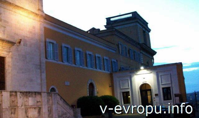 Рим. Пристройка церкви Сан Пьетро ин Монторио