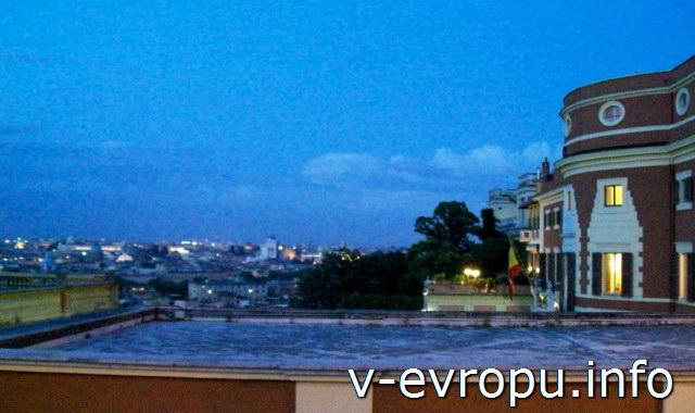 Рим. Здание испанского посольства и вид на город со смотровой площадке на холме Яникул