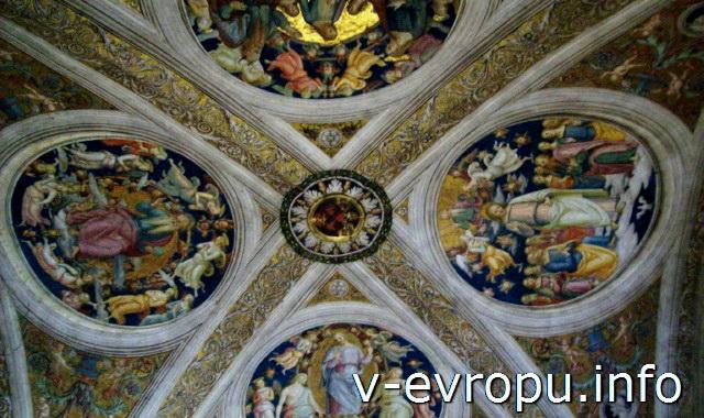 Станцы Рафаэля в Музее Ватикана. Потолок в Станца дель Инчендио ди Борго