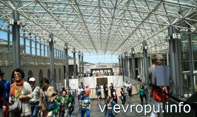 Центральный холл ватиканских музеев