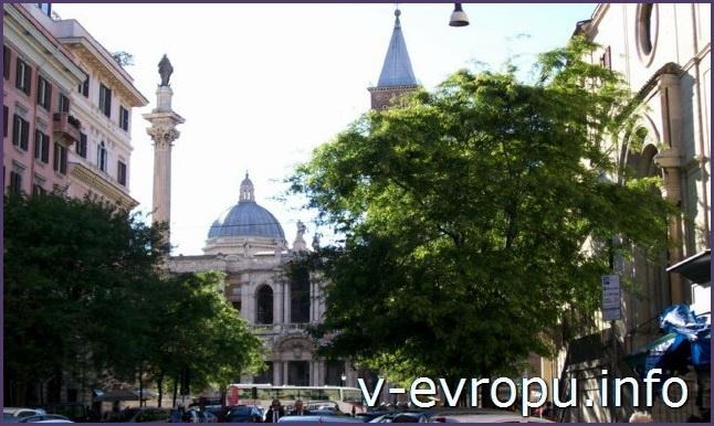 Вид на церковь и площадь Санта Мария Маджоре в Риме с Виа Мерулана