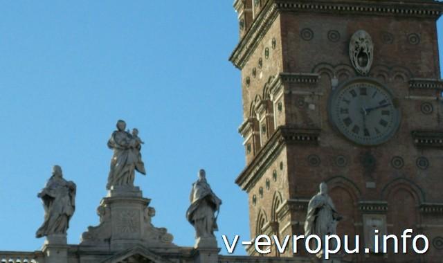 Колокольня Базилики Санта Мария Маджоре в Риме и скульптуры фасада