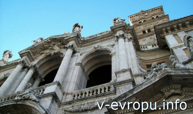 Второй этаж фасада церкви Санта Мария Маджоре в Риме