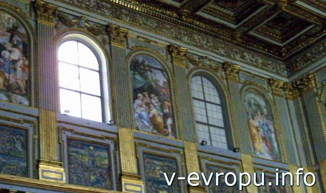 Декор центрального нефа Базилики Санта Мария Маджоре с фресками 13 века с сценами Ветхого Завета