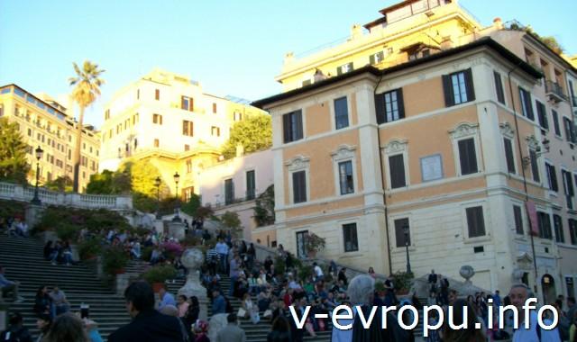 Испанская лестница в Риме вечером 14 мая 2013