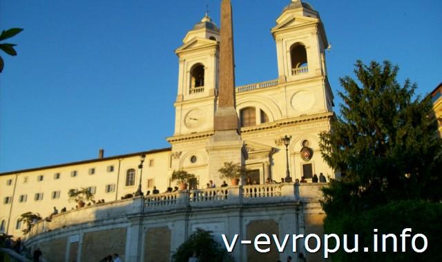 Рим для туристов: самые популярные районы города. Фото. Испанская лестница и церковь Тринита деи Монти