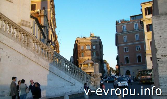 """Лестница к порталу церкви """"Святой Троицы на Горах"""" в Риме"""