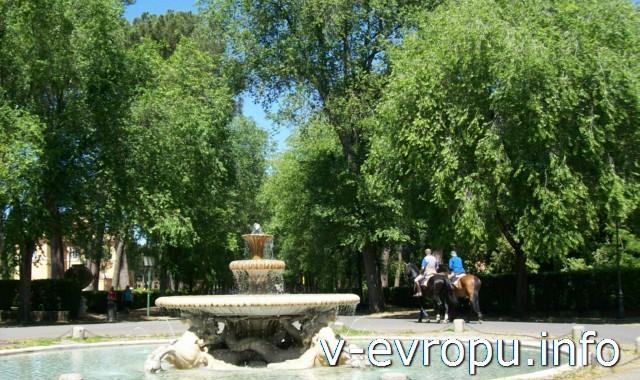 Фонтан в парке Боргезе недалеко от Галереи Боргезе