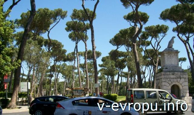 Вход в парк виллы Боргезе со стороны площади Бразилии