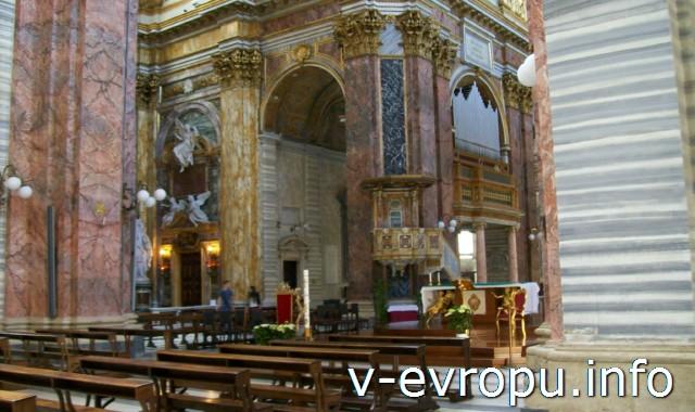 Рим. Интерьер базилики Санти Амбролжо э Карло на виа дель Корсо