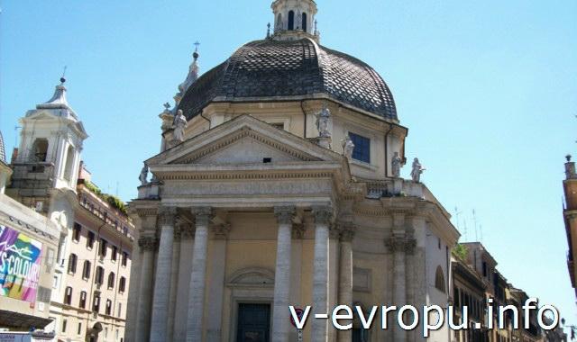 Фасад  одной из церквей-близнецов в Риме: Санта Мария деи Мариколи