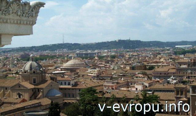 Панорамный вид на Рим с террасы Витториано. Купол Пантеона и купол Иль-Джезу