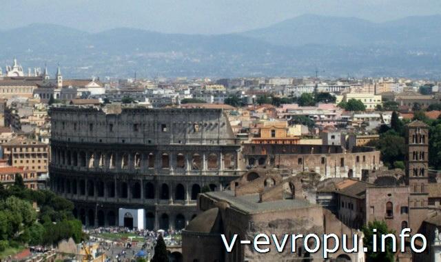 Colosseum со смотровой площадки у памятника Витторио Эмануиле-II