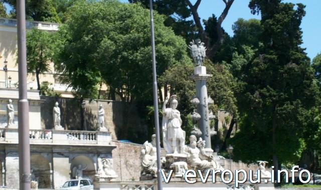 """Фонтан """"Богиня Рима"""" на восточной стороне площади дель Пополо в риме"""