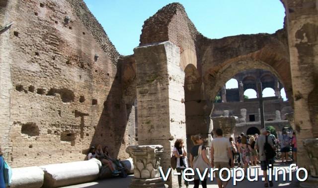 Рим. Внутри амфитеатра Флавиев (Колизея)