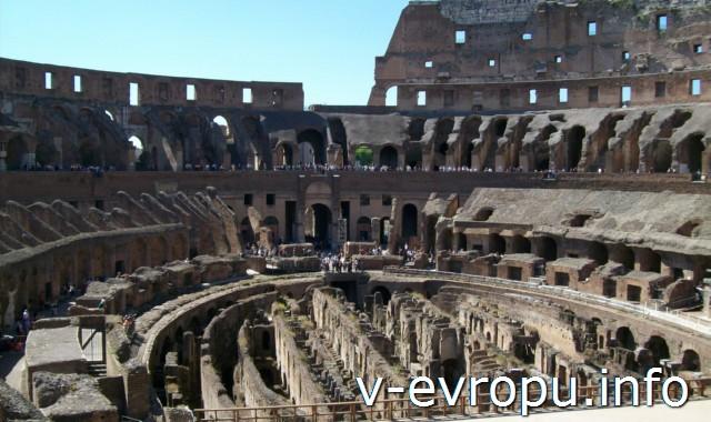 """Colosseum. В этих подвальных катакомбах  арены """"содержались""""  те, кто  вскорости умирал на арене"""