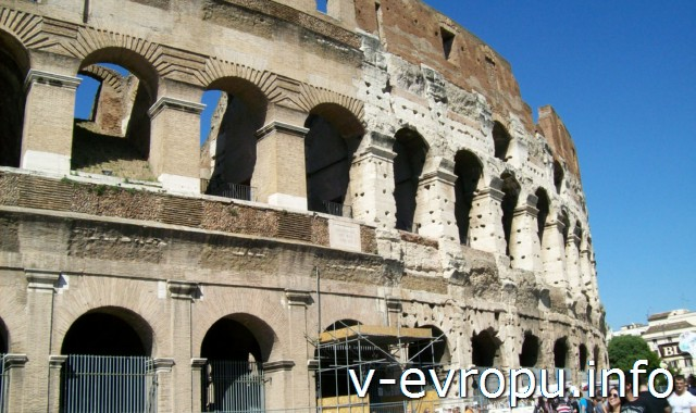 """Внешний облик Колизея: часть театра """"достроена"""" уже в наши дни"""