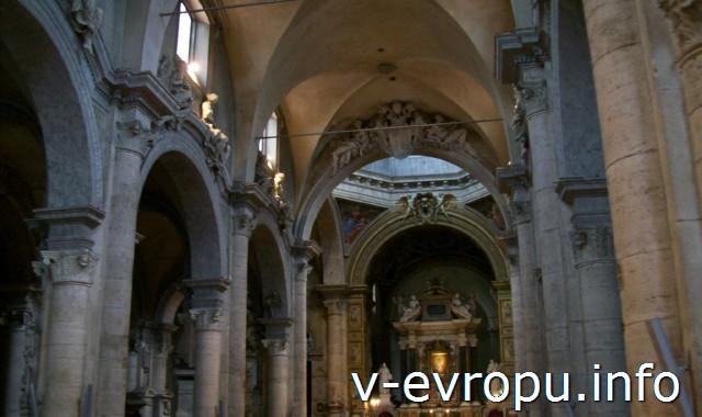 Главный неф базилики Святой Марии дель Пополо