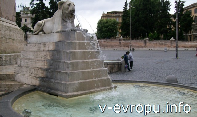 Фонтан в центре площади дель Пополо в Риме