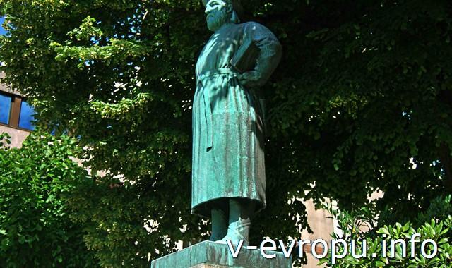 Памятник Снорри Стурлуссон