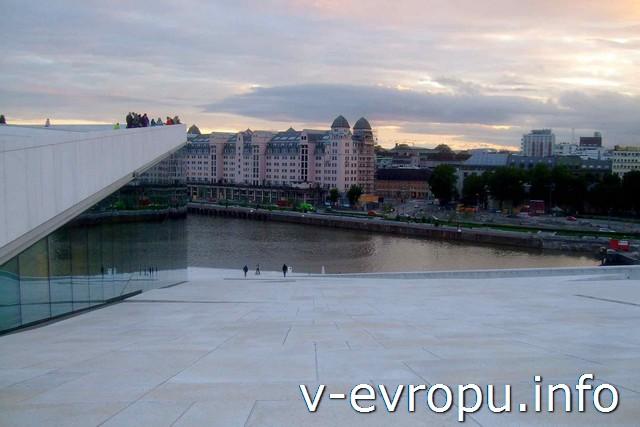 на крыше Оперы в Осло