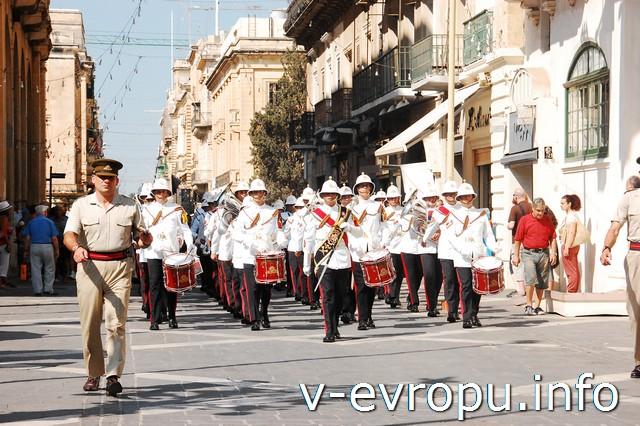 Мальта и большое итальянское путешествие. Военный парад на Мальте