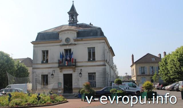 Здание мэрии, которое рисовал Ван Гог