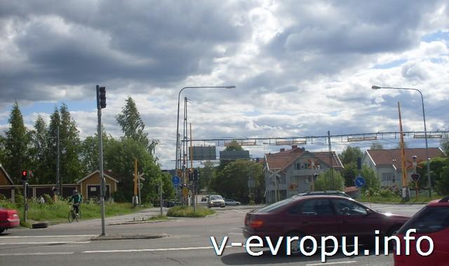 Швеция. Шеллефтео. Перекресток железной, автомобильной и велосипедной дорог
