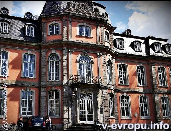 Музей Гётё в Дюссельдорфе во дворце Егерхоф