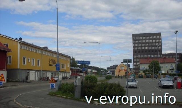 Дорожные знаки в Шеллефтео (Швеция)