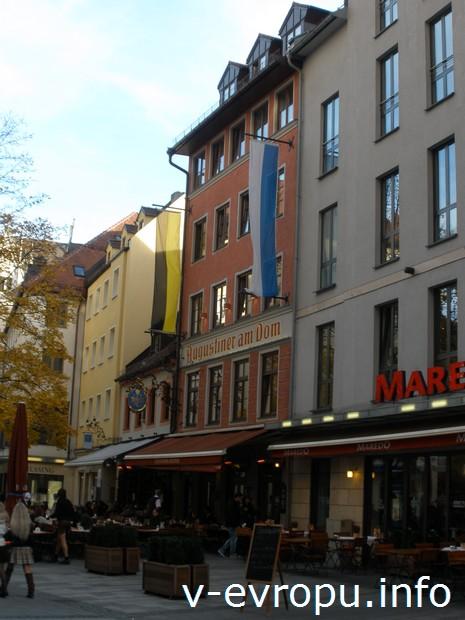 Ресторан-пивная Августинер на площади перед Фрауэнкирхе в Мюнхене